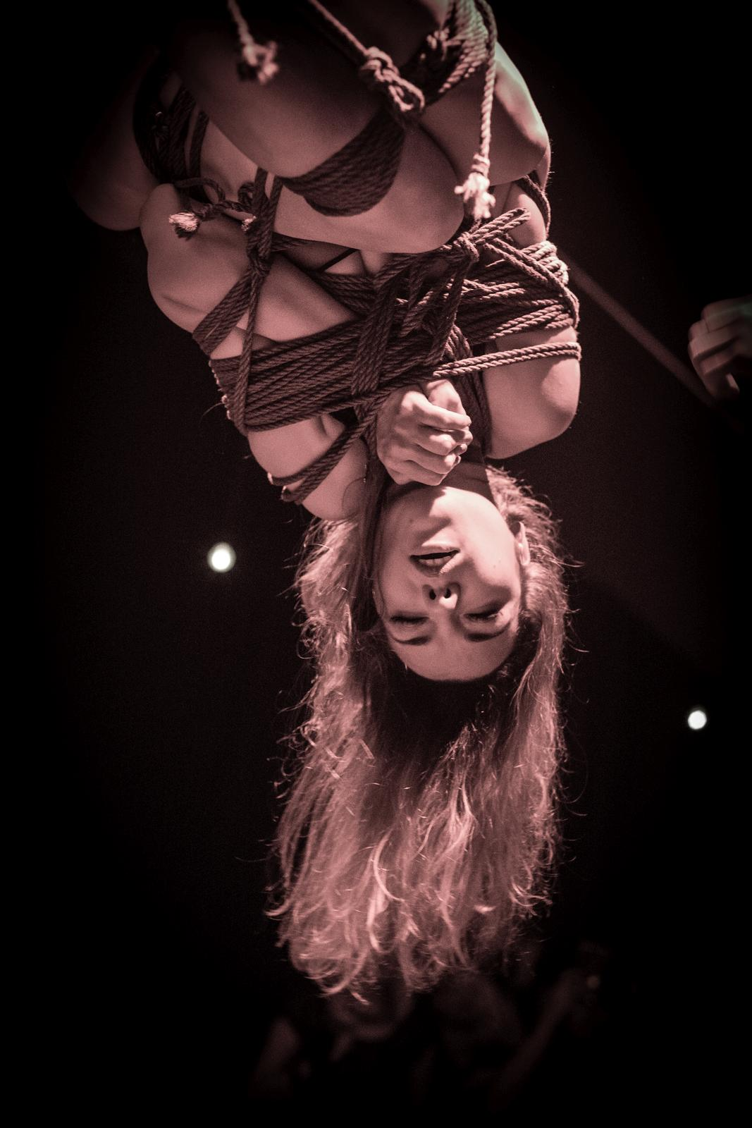 Shibari show at Utopia party. Switzerlend. Model: Anna. Kinbaku by Mosafir. Foto: Andy