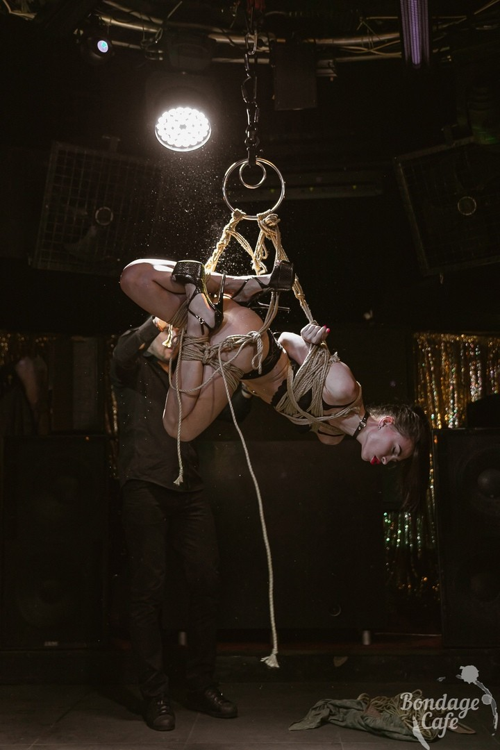 Shibari perfomance at Bondage Cafe SPb. Mosafir and Denjamy Djovanny. Photo by Gestoor