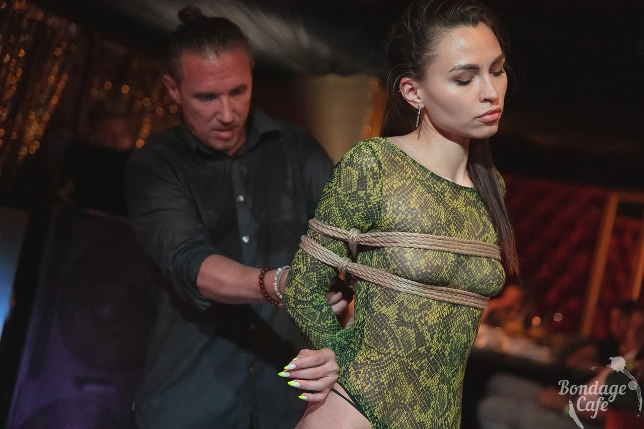 Shibari perfomance at Bondage Cafe SPb. Mosafir and Denjamy Djovanny. Photo by Gestoor