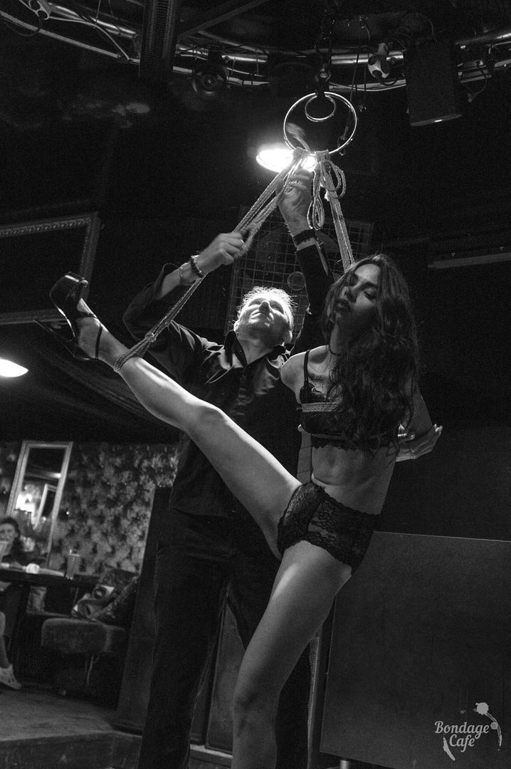 Shibari perfomance at Bondage Cafe SPb. Mosafir and Denjamy Djovanny. Photo by Tatiana Rakovich